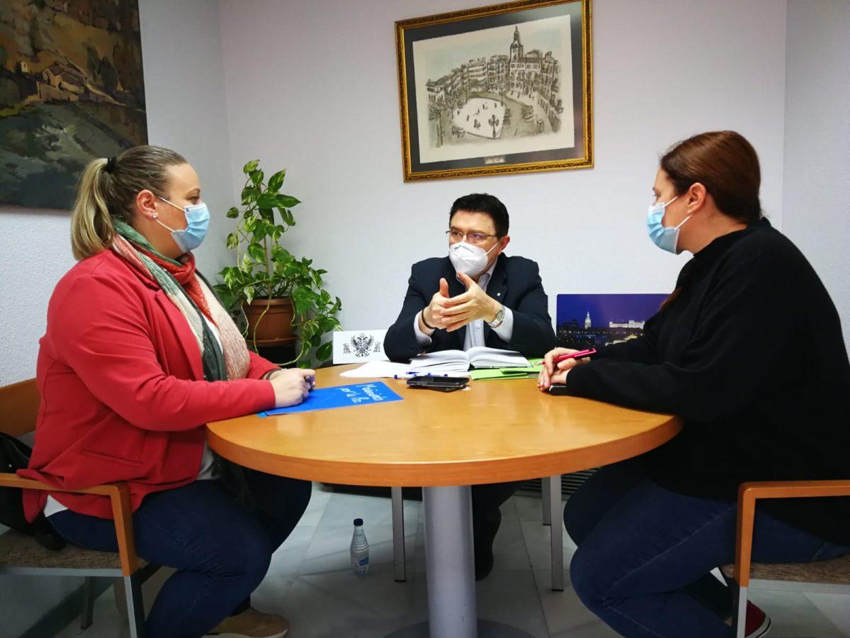 https://www.toledo.es/wp-content/uploads/2021/04/teo-garcia_20210430-1200x900.jpeg. El Ayuntamiento avanza con Movimiento por la Paz en nuevas iniciativas y proyectos de intervención educativa y comunitaria