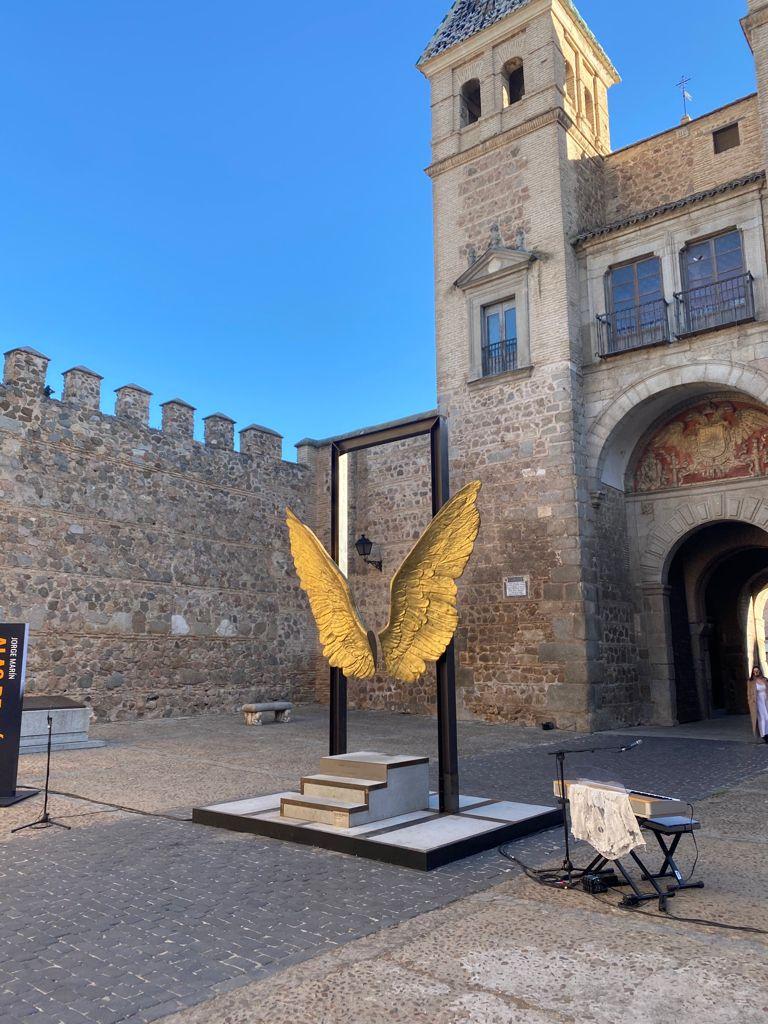 https://www.toledo.es/wp-content/uploads/2021/04/whatsapp-image-2021-04-08-at-13.59.17.jpeg. El Ayuntamiento y la Fundación Jorge Marín acuerdan que las 'Alas de México' permanezcan en Toledo hasta el mes de julio