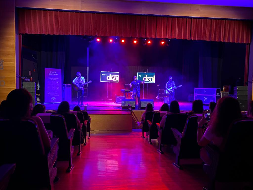https://www.toledo.es/wp-content/uploads/2021/05/32ba54af-c8e1-4798-86cc-578b084dd005.jpeg. Dani Fernández llena la Sala Thalía en el concierto organizado por el Ayuntamiento para la juventud toledana