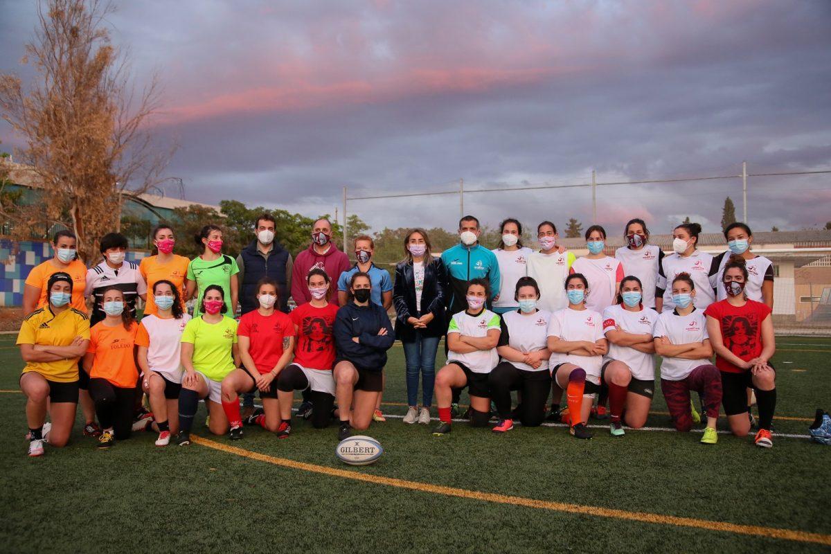 https://www.toledo.es/wp-content/uploads/2021/05/aguilas_rugby_9-1200x800.jpg. La alcaldesa muestra el apoyo de la ciudad al equipo femenino de rugby Soliss Águilas de cara a la fase de ascenso a la liga nacional
