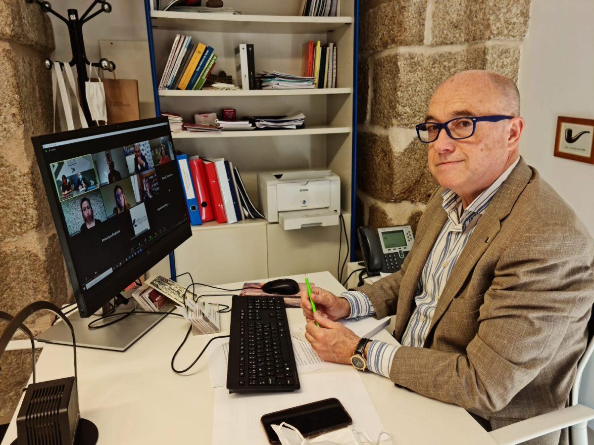 https://www.toledo.es/wp-content/uploads/2021/05/francisco-rueda_economia-social_2-1200x900.jpeg. El Ayuntamiento comparte la experiencia de Toledo como Capital Europea de la Economía Social con agentes cántabros