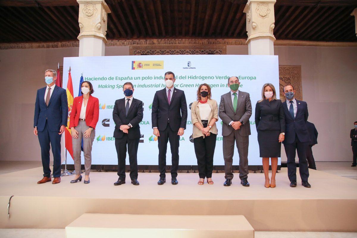 https://www.toledo.es/wp-content/uploads/2021/05/iberdrola_fuensalida_11-1200x800.jpg. La alcaldesa respalda la inversión para la producción en serie de hidrógeno en un acto junto al presidente del Gobierno de España
