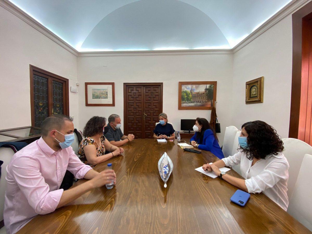 https://www.toledo.es/wp-content/uploads/2021/05/img-20210518-wa0024-1200x900.jpg. La alcaldesa mantiene una reunión con el nuevo Secretario General de CCOO Toledo y miembros de su ejecutiva