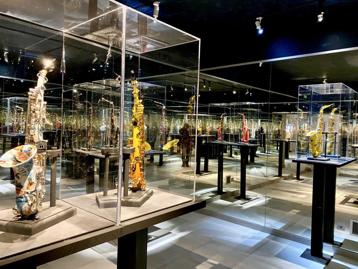https://www.toledo.es/wp-content/uploads/2021/05/img_0012-1-1536x1152-1-1200x900.jpg. Actuación en el Museo Cromática:  Ariel Acevedo, Heidy Balza y Roberto Cano