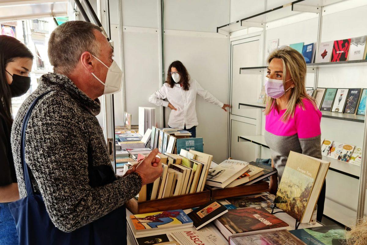 https://www.toledo.es/wp-content/uploads/2021/05/milagros-tolon_feria-del-libro_1-1200x801.jpeg. La alcaldesa destaca el valor cultural de la XVI Feria del Libro gracias al colectivo de libreros, editores y escritores toledanos