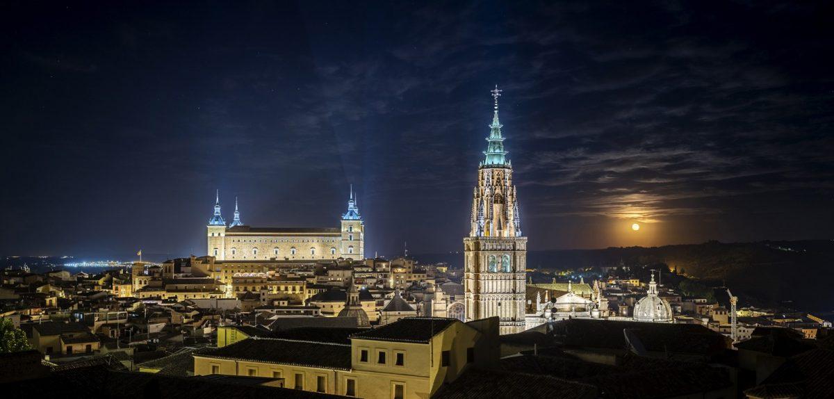 https://www.toledo.es/wp-content/uploads/2021/05/tres-luces_baja-1200x574.jpg. Presentación de Toledo en FITUR