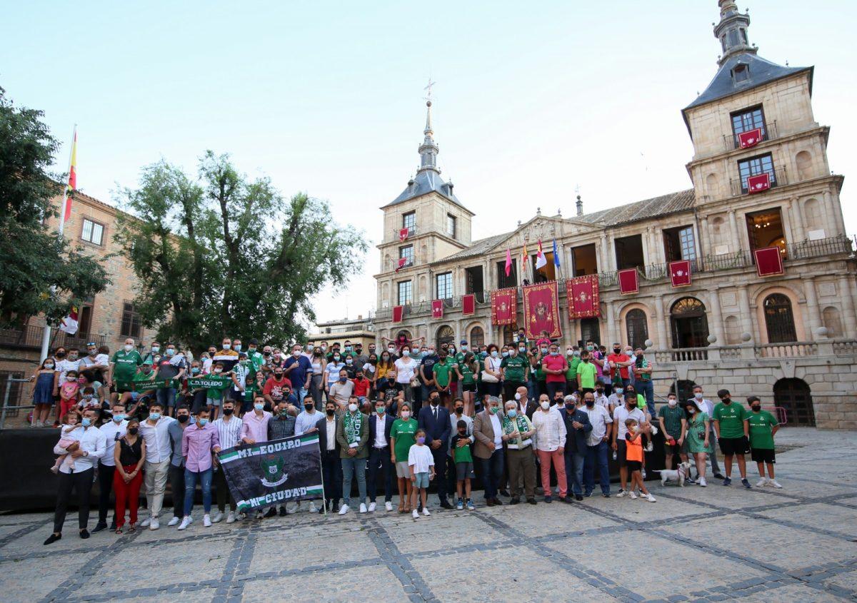 https://www.toledo.es/wp-content/uploads/2021/06/recepcion_futbol_ayuntamiento_17-1200x845.jpg. La alcaldesa recibe en la Sala Capitular al CD Toledo y destaca el potencial del club de cara a la nueva temporada deportiva