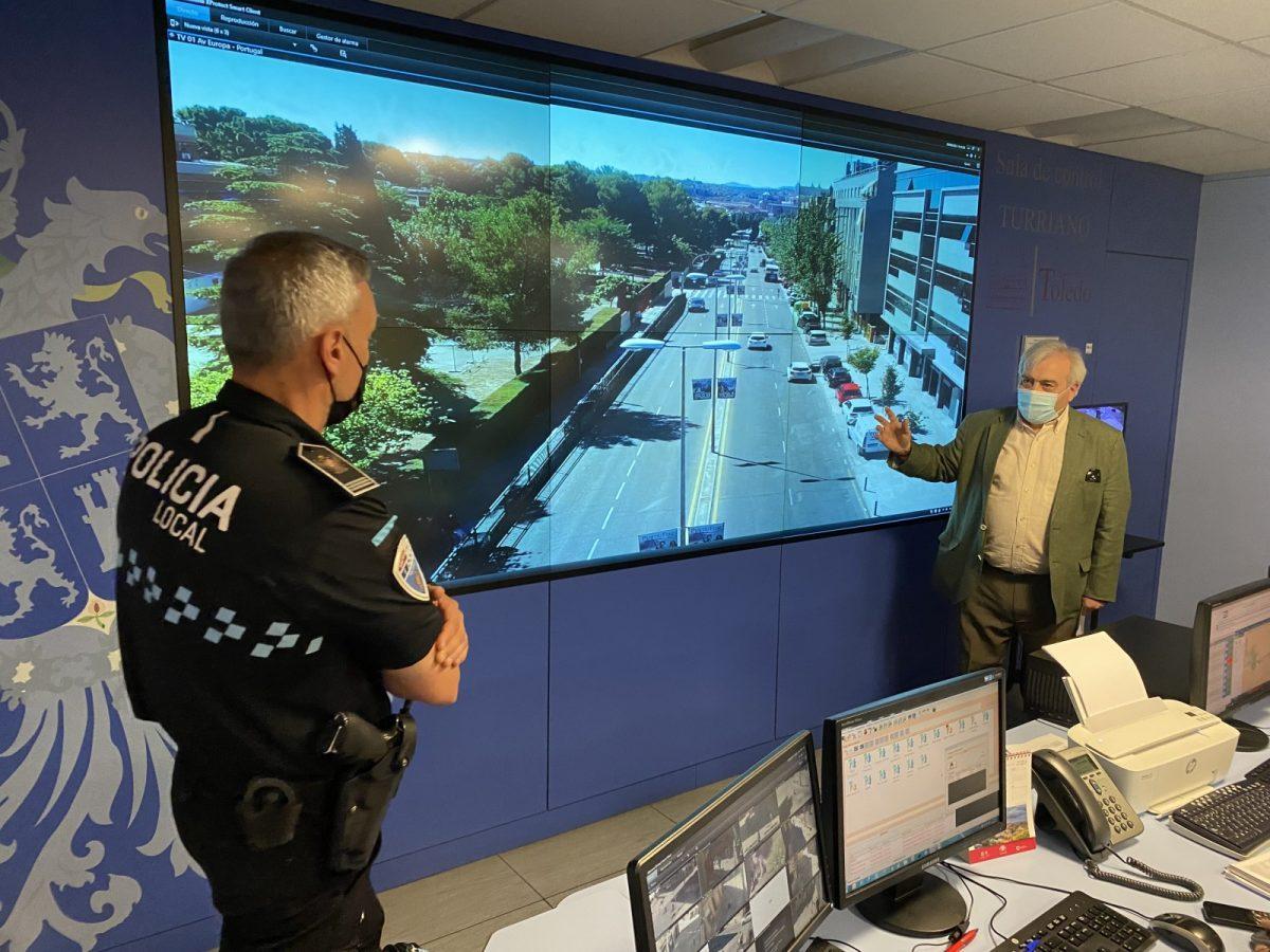 https://www.toledo.es/wp-content/uploads/2021/06/sala-turriano-04-1200x900.jpg. El Ayuntamiento refuerza la vigilancia y control del tráfico con la incorporación de cámaras de alta definición en la 'Sala Turriano'