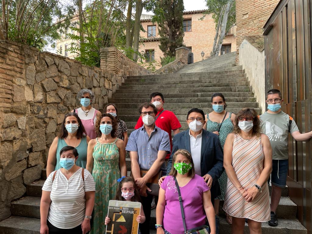 https://www.toledo.es/wp-content/uploads/2021/07/20210723_muestra_down-2.jpeg. El Ayuntamiento apoya la muestra 'Que nada nos separe' de Down Toledo y anima a visitarla hasta el próximo 29 de agosto