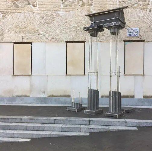 https://www.toledo.es/wp-content/uploads/2021/07/exposicion-de-juan-garaizabal-madrid-1971-piedra-sobre-piedra1.jpg. Exposición Juan Garaizabal. Piedra sobre Piedra