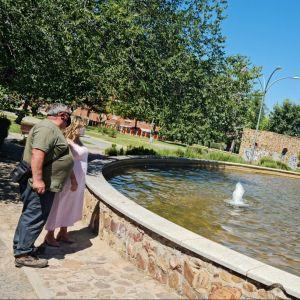 l Ayuntamiento repara y pone en marcha con una inversión cercana a los 2.000 euros la fuente del Parque de la Luz del Polígono