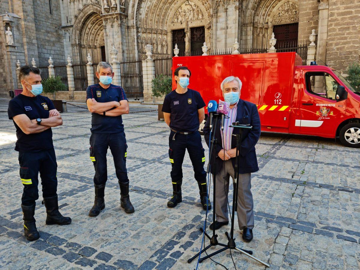 https://www.toledo.es/wp-content/uploads/2021/07/juan-jose-perez-del-pino_bomberos_1-1200x900.jpeg. El Ayuntamiento incorpora a Bomberos un primer furgón eléctrico y avanza una nueva bomba nodriza y un vehículo especial para el Casco