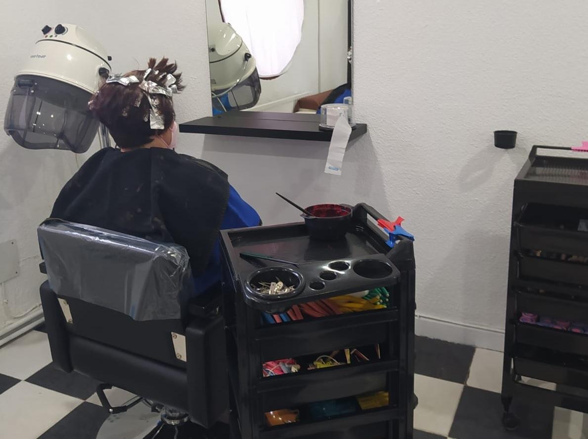 https://www.toledo.es/wp-content/uploads/2021/08/peluqueria_poligono.jpg. Los centros de mayores del Polígono y Santa Bárbara retoman el servicio de peluquería y se preparan ya para un nuevo curso