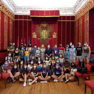 l Gobierno local recibe a los participantes del campo de voluntariado de Vega Baja y Carranque